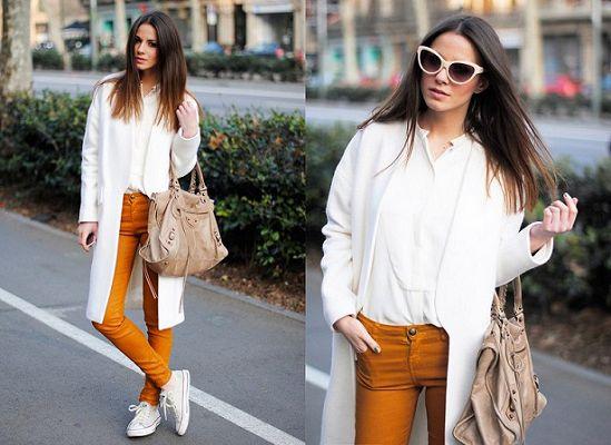 цветные брюки с кедами