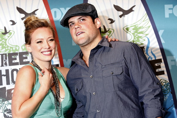 Actress and singer Hilary Duff and hockey player Mike Comrie pose in the press room at the Teen Choice 2010 Awards in Los Angeles