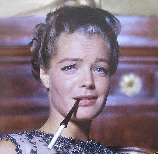 Роми в сигаретой