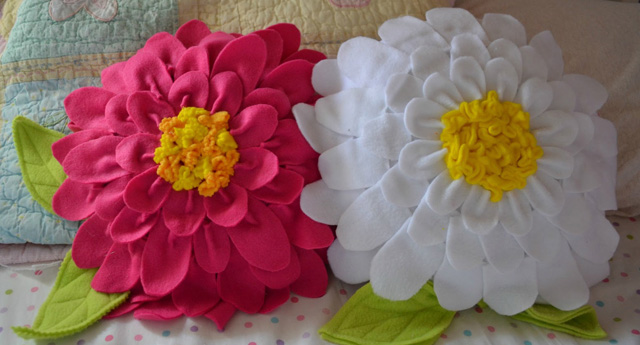 Декоративные подушки в виде ромашки
