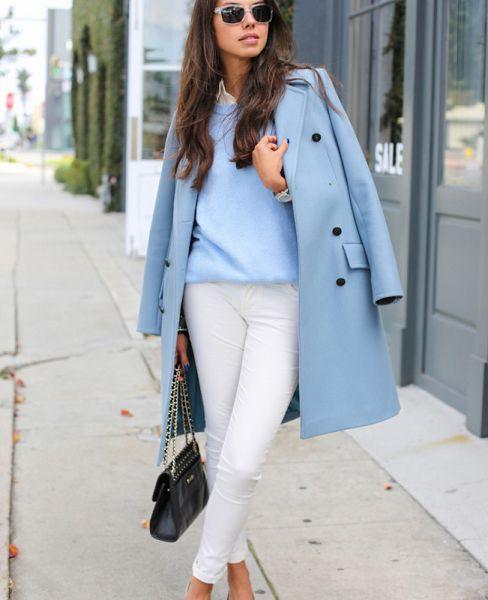 голубой с белыми брюками
