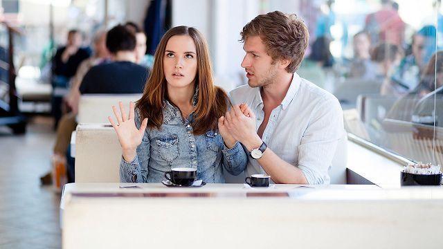 Мужчина знакомится с женщиной