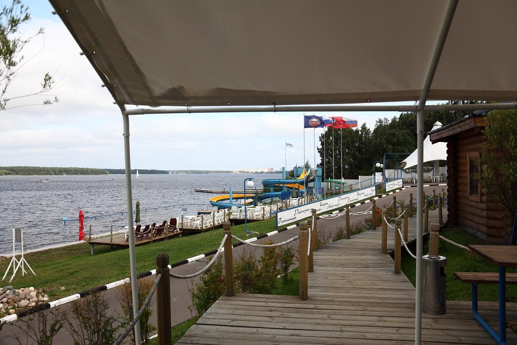 яхт-клубе под названием «Новый берег»