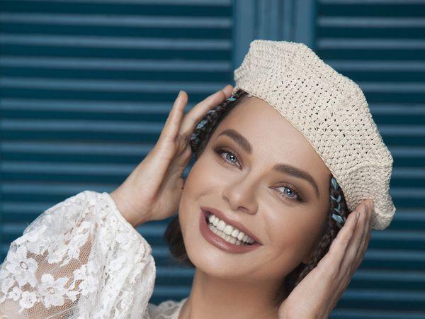 Наташа примеряет шапку