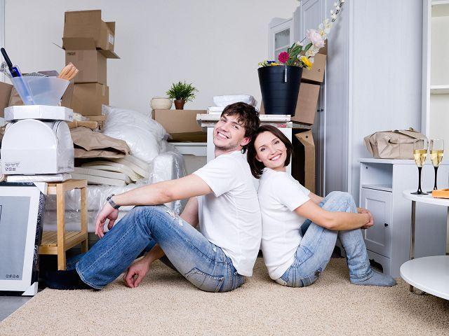 Молодые в отдельной квартире