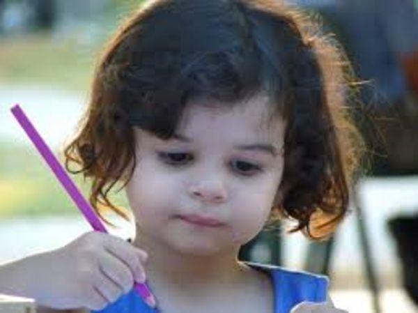 Одри рисует в детстве