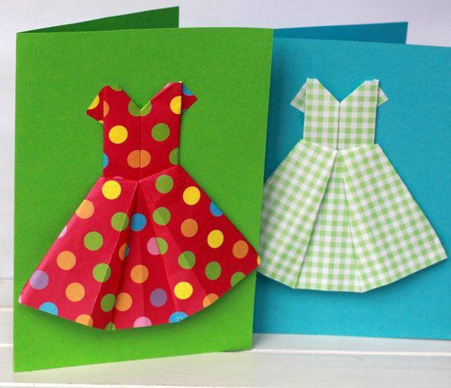Открытка на 8 марта платье для мамы