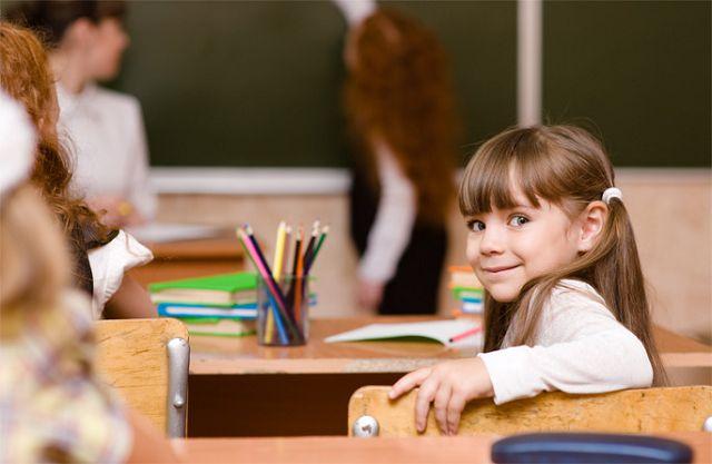 Девочка на уроке