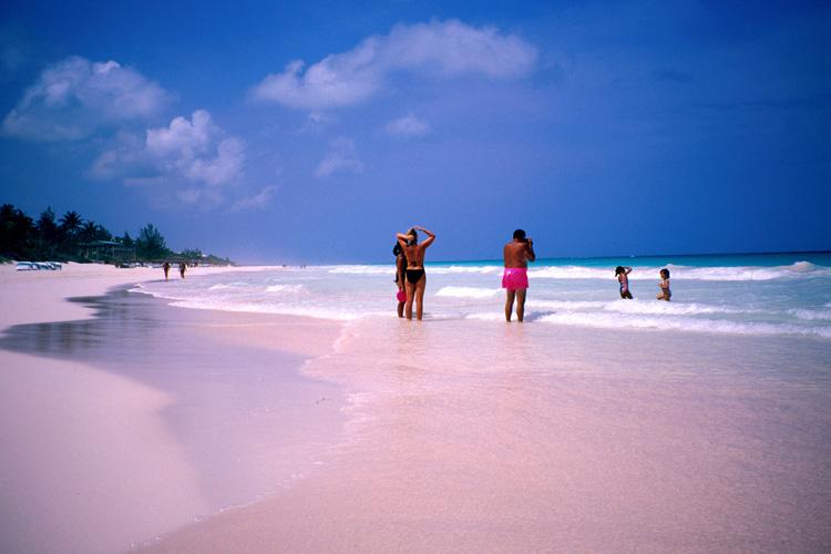 Розовый пляж, остров Харбор 2