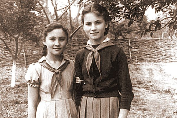 София в пионерском галстуке