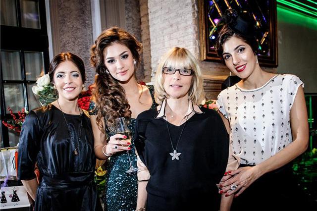 Вера Глаголева и три дочери
